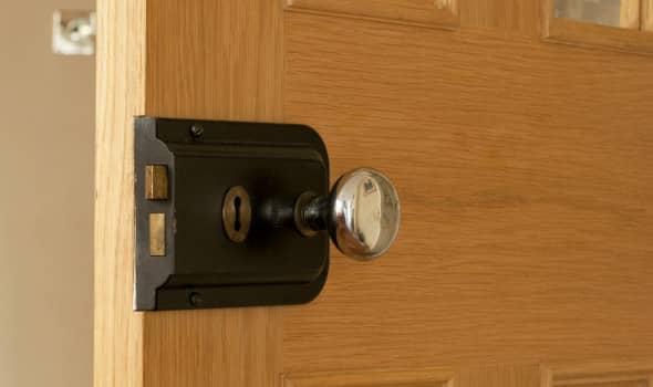 Repairing door lock
